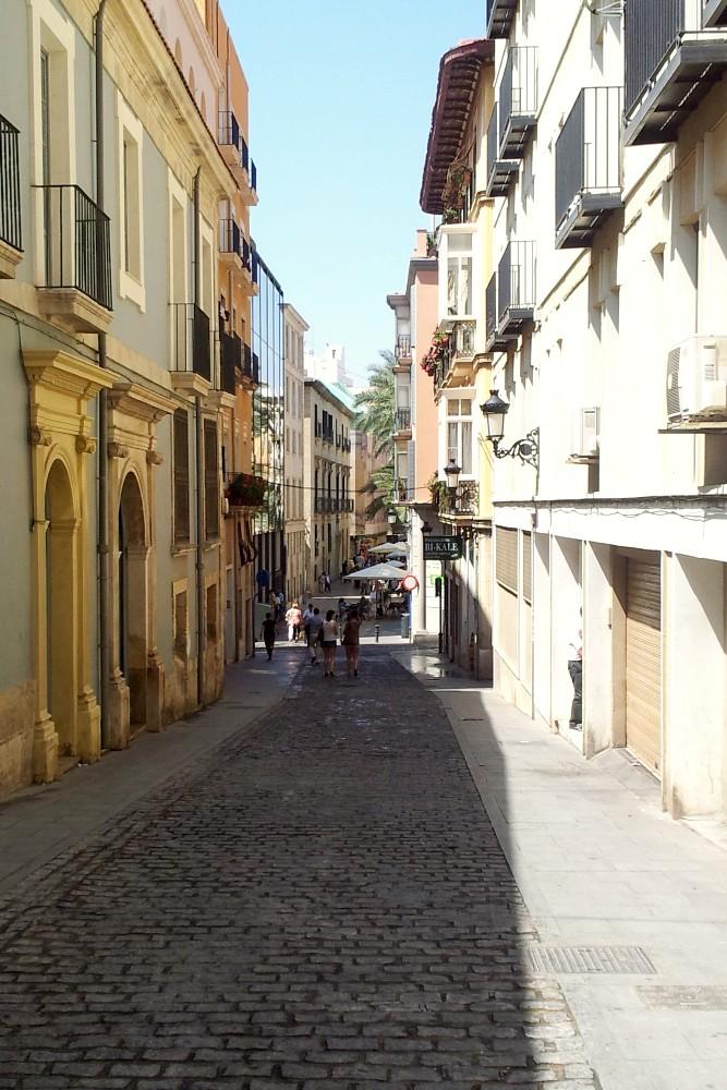 Cosa vedere ad Alicante: Calle Villavieja nel Barrio