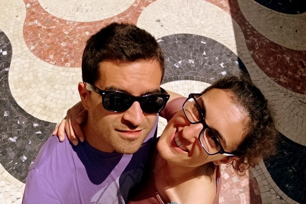 Tasselli colorati lungo la Esplanada de España ad Alicante in Spagna