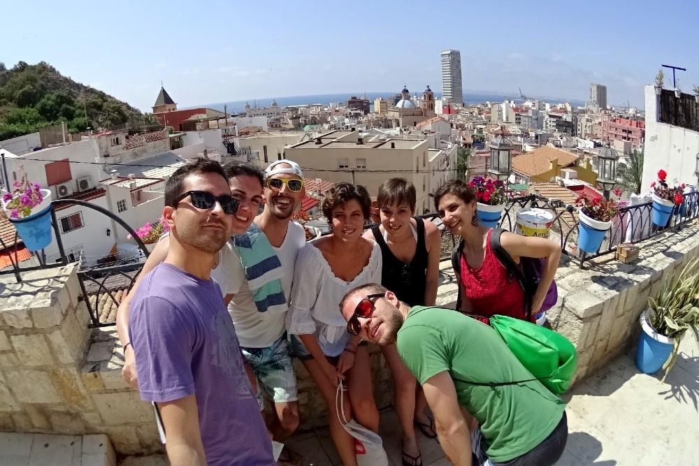 Veduta di Alicante in Spagna dal Barrio de Santa Cruz