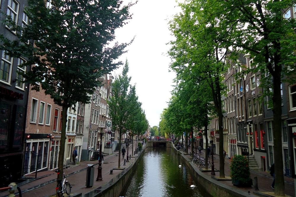 Canale nella Parte Vecchia di Amsterdam in Olanda