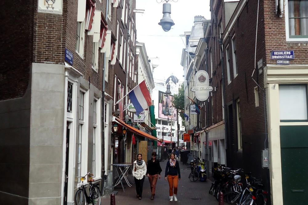 Dove mangiare ad Amsterdam: scorcio della via di Eetsalon Van Dobben, per assaggiare il panino con la crocchetta