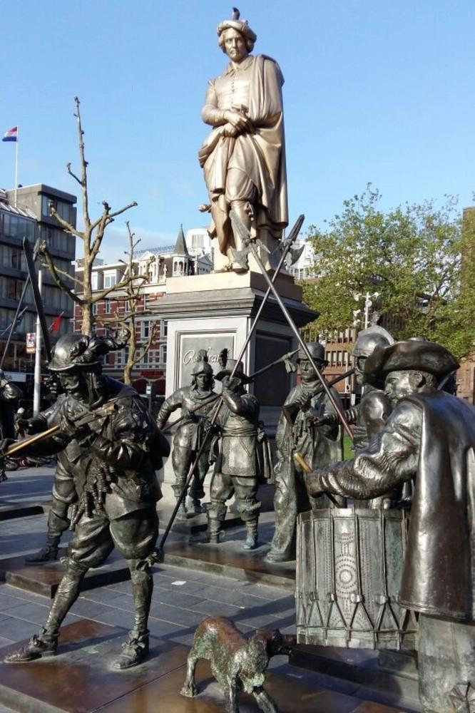 Statua di Rembrandt nella Piazza Rembrandt ad Amsterdam in Olanda