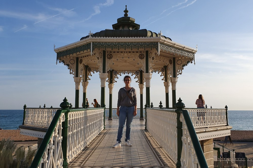 Gazebo Bandstand lungo Brighton Beach in Inghilterra