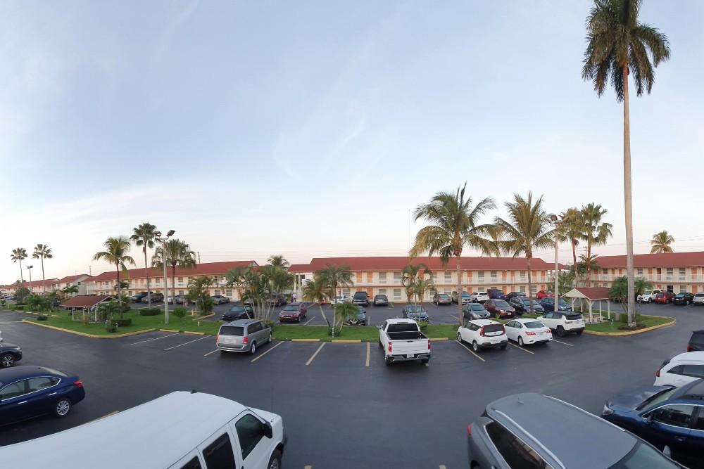 Cortile del motel Fairway Inn Florida City Homestead Everglades