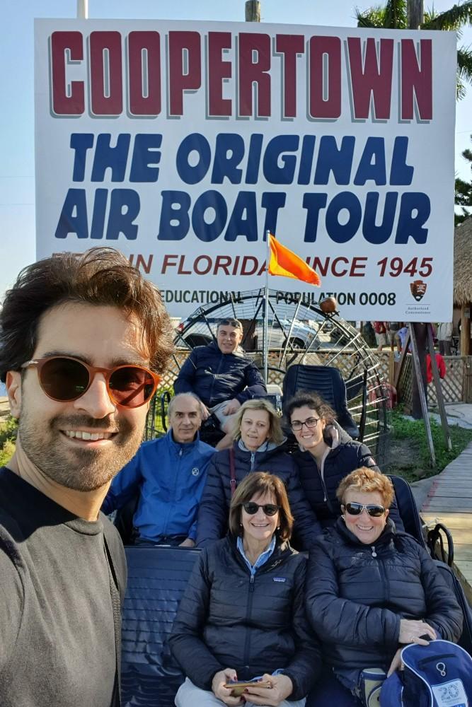 Partenza in airboat da Coopertown The Original Airboat Tour lungo il Tamiami Trail nelle Everglades in South Florida