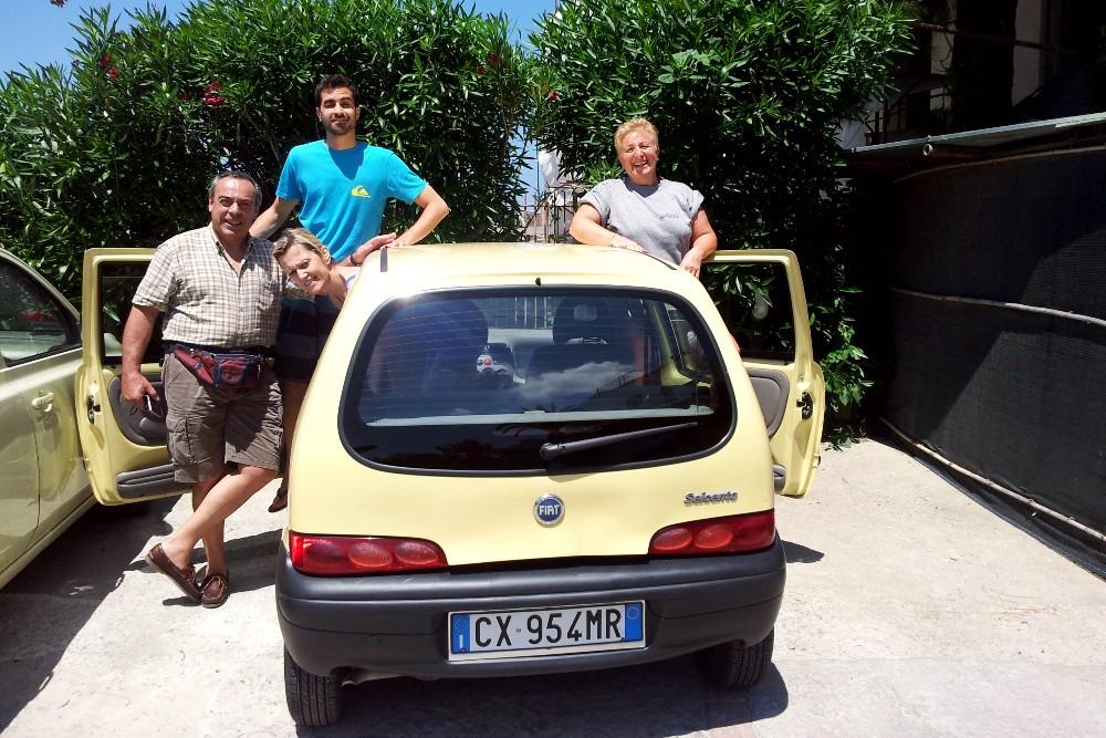 Fiat 600 gialla noleggiata da CostabileRent a Ischia