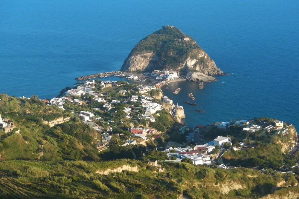 Veduta di Sant'Angelo dal Belvedere di Serrara Fontana sull'isola di Ischia