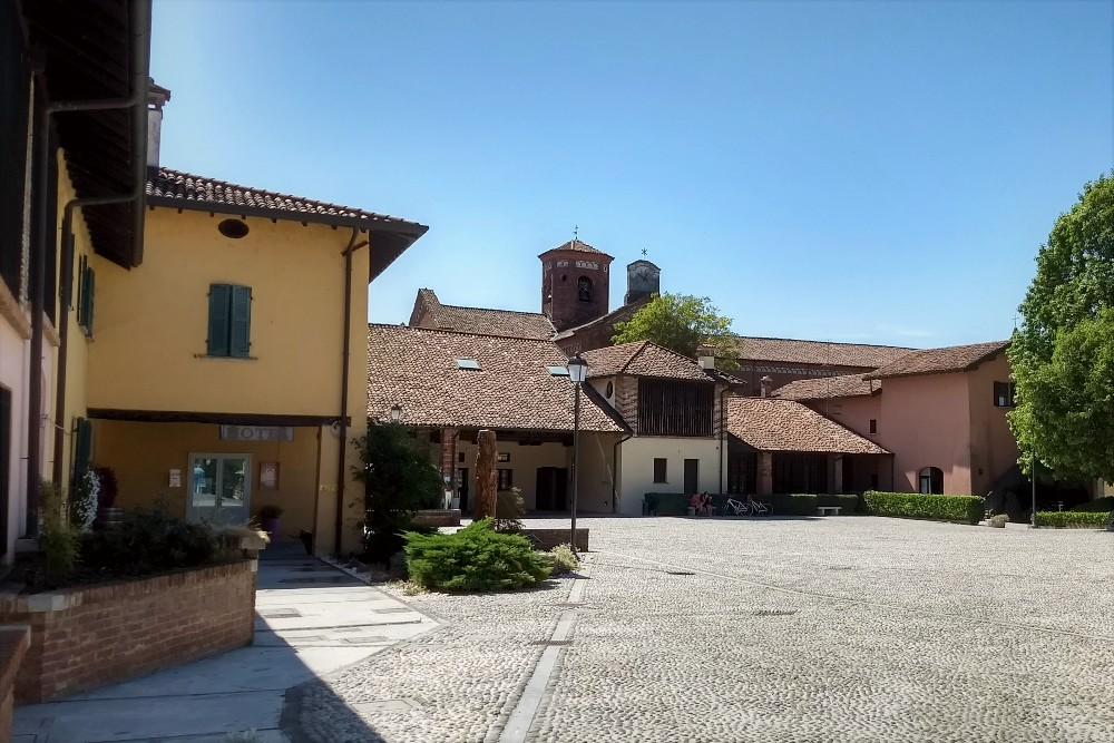 Corte Cistercense nel borgo di Morimondo in provincia di Milano, Lombardia