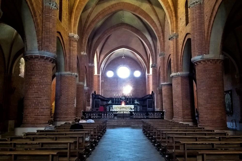 Cosa vedere nel borgo in provincia di Milano: interno dell'Abbazia di Morimondo, Lombardia