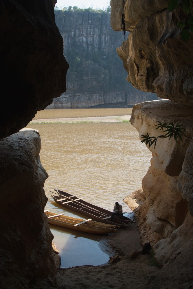 Grotta nella Gola del Manambolo vicino a Bekopaka in Madagascar