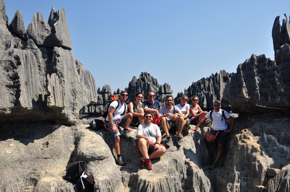 Foto di gruppo nel Parco Nazionale Tsingy di Bemaraha in Madagascar