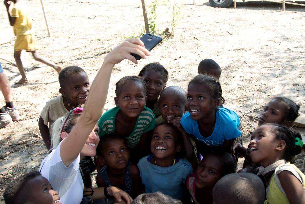 Madagascar: bambini di Bekopaka che giocano