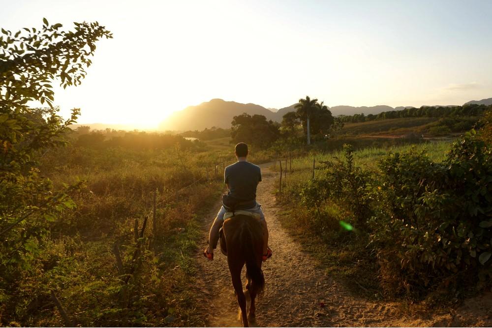Escursione a cavallo nella Valle de Viñales a Cuba
