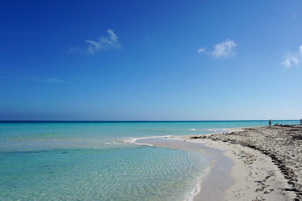 Acqua cristallina a Playa las Gaviotas a Cayo Santa Maria a Cuba