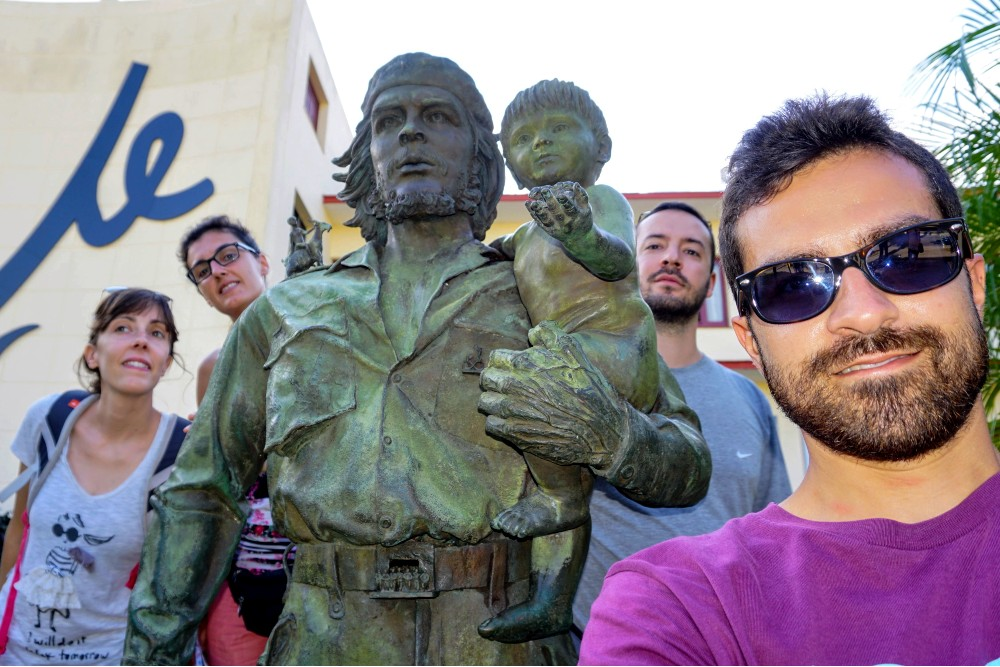 Viaggio a Cuba: Statua Che y Niño a Santa Clara