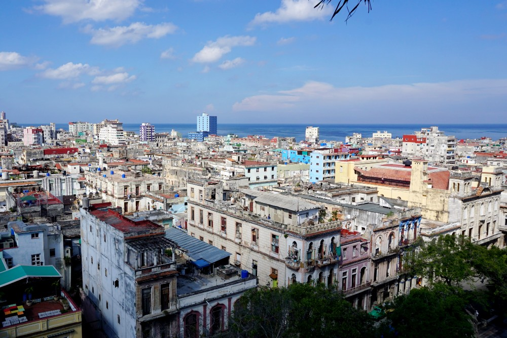 Viaggio a Cuba: veduta de L'Avana dalla terrazza dell'Hotel Parque Central
