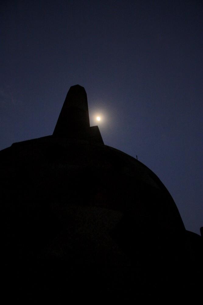 Arrivo al Tempio Borobudur in Indonesia per vedere l'alba