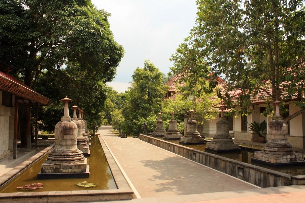Giardino del Monastero di Mendut in Indonesia