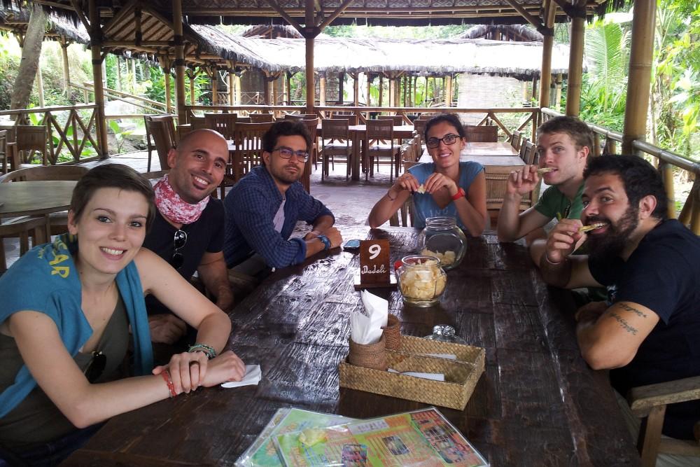Pranzo al ristorante Saung Makan Bu Empat nei dintorni del Tempio Borobudur in Indonesia