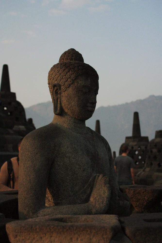 Statua di Buddha al Tempio Borobudur in Indonesia