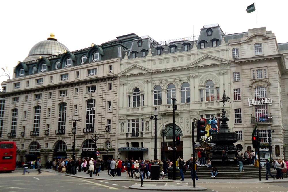 Statua di Eros a Piccadilly Circus a Londra