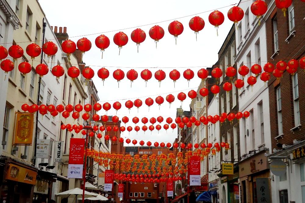 Lanterne rosse nelle strade di Chinatown a Londra