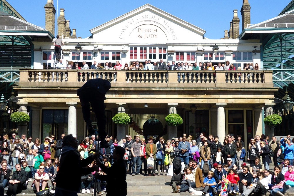 Cosa vedere a Londra: Covent Garden con il mercato e gli artisti di strada