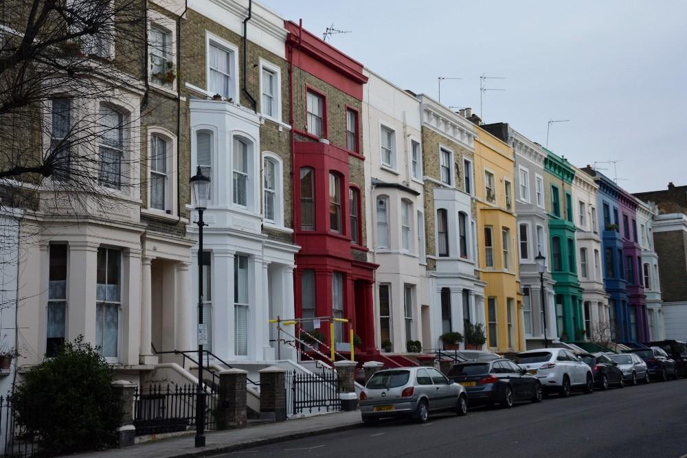 Case colorate nel quartiere di Notting Hill a Londra
