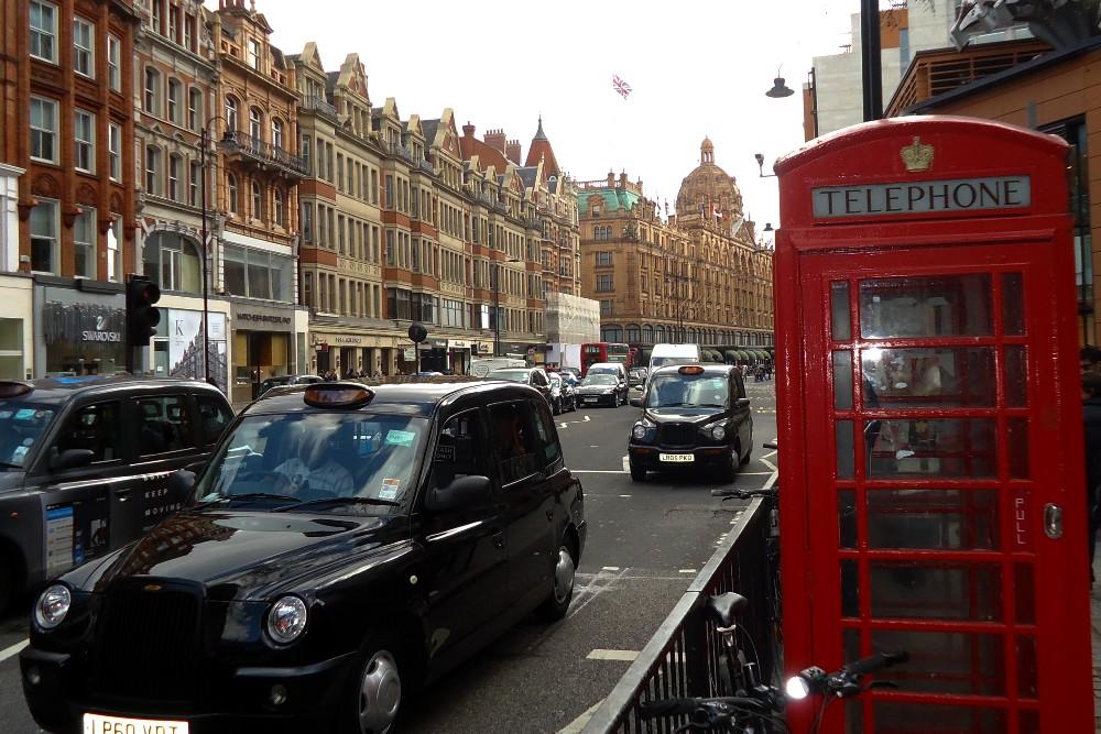 Brompton Road nel quartiere di Knightsbridge a Londra