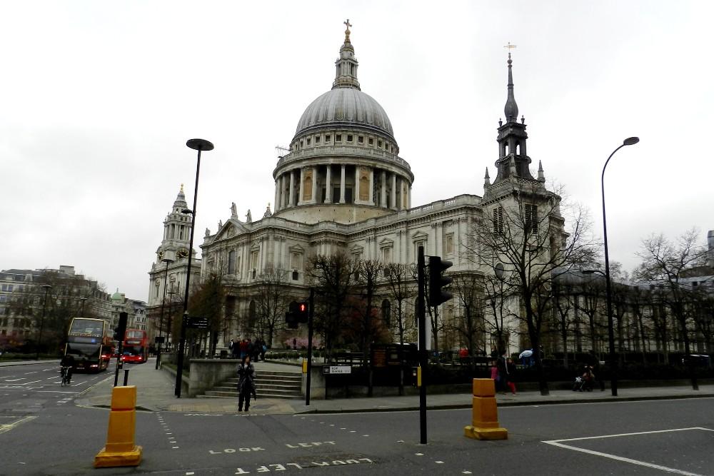 Cosa vedere a Londra: St Paul's Cathedral con la cupola nella City