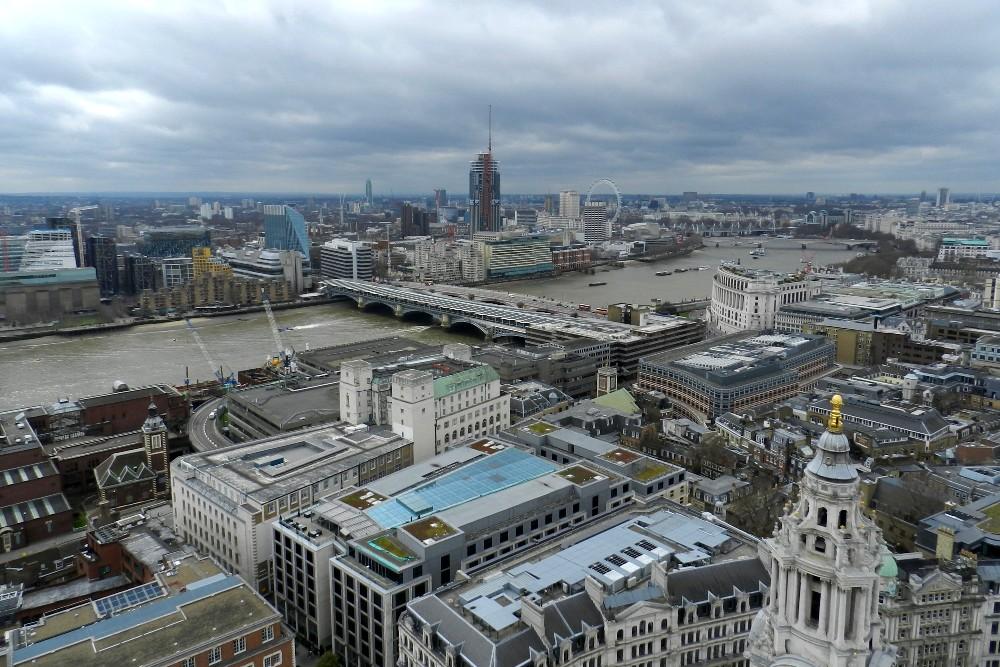 Veduta del Tamigi e del South Bank a Londra dalla cupola di St Paul's Cathedral