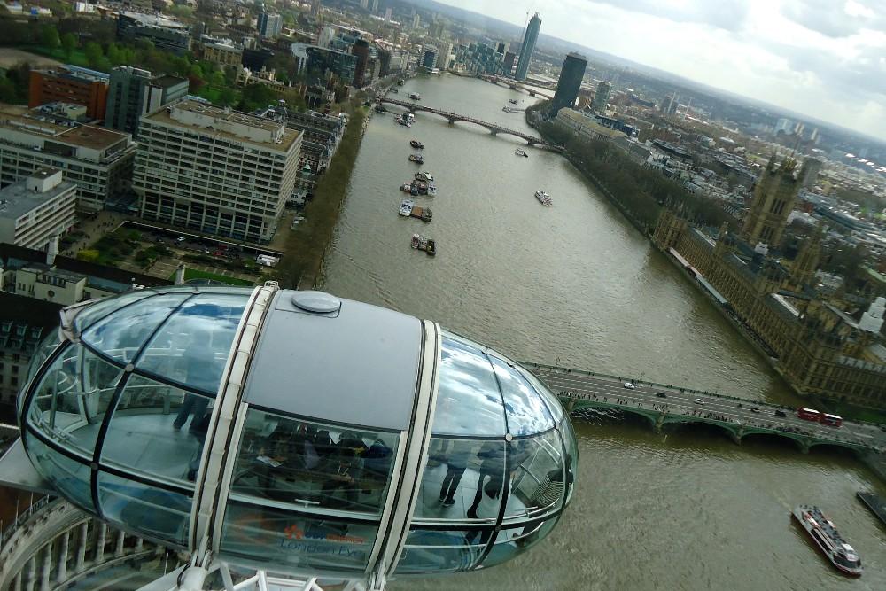 Cosa vedere a Londra: veduta della città dall'alto della capsula della ruota panoramica London Eye