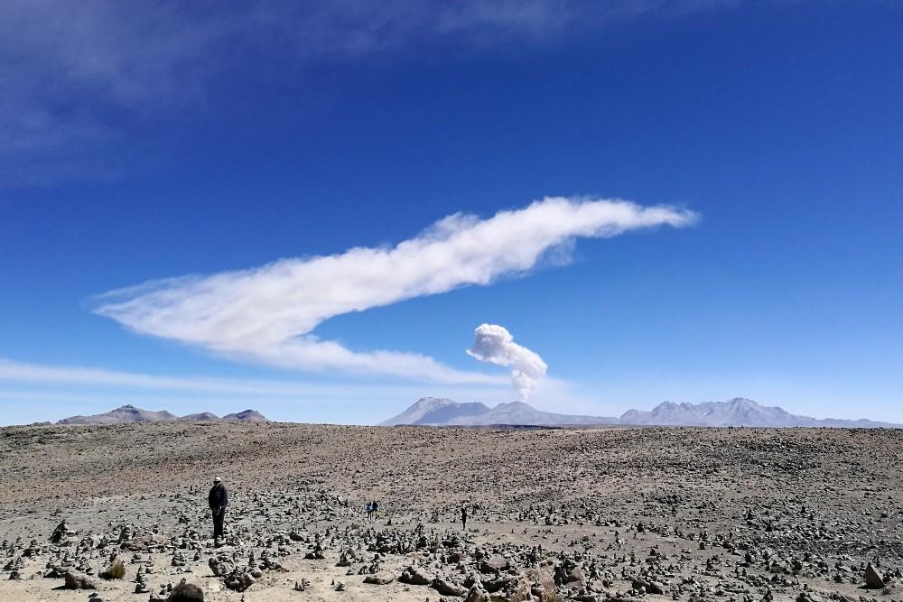 Panorama dal Mirador de los Volcanes nella strada verso la Valle del Colca in Perù
