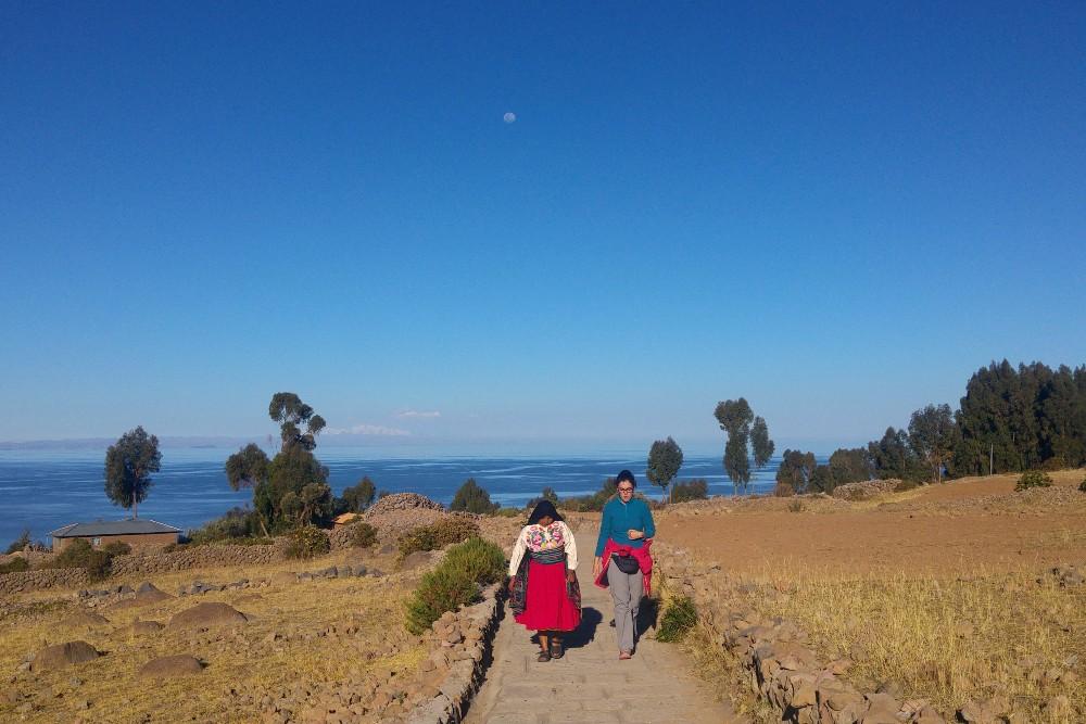In compagnia di Maria sull'Isola Amantaní del Lago Titicaca in Perù