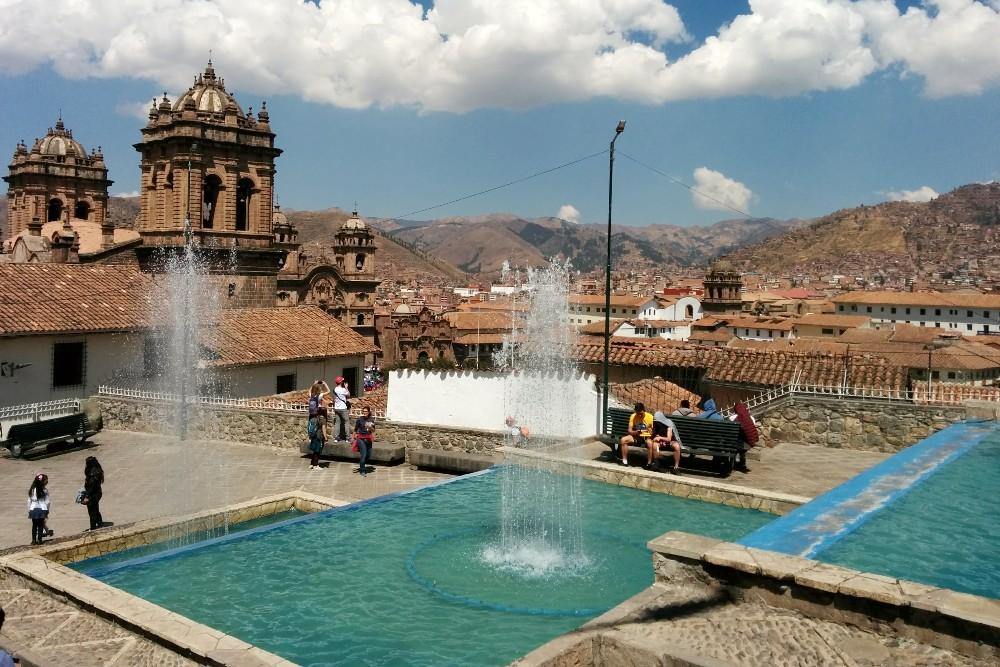 Tra le vie coloniali di Cuzco in Perù