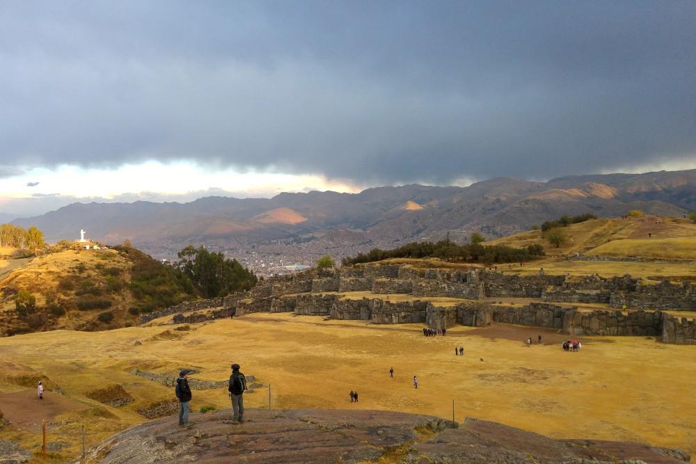Rovine del sito archeologico inca di Sacsayhuamán a Cuzco in Perù