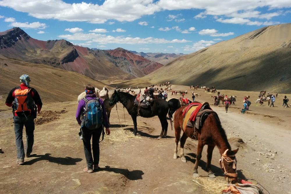 Lungo il sentiero per Vinicunca in Perù