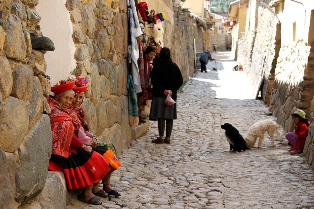 Vie acciottolate di Ollantaytambo nella Valle Sacra in Perù
