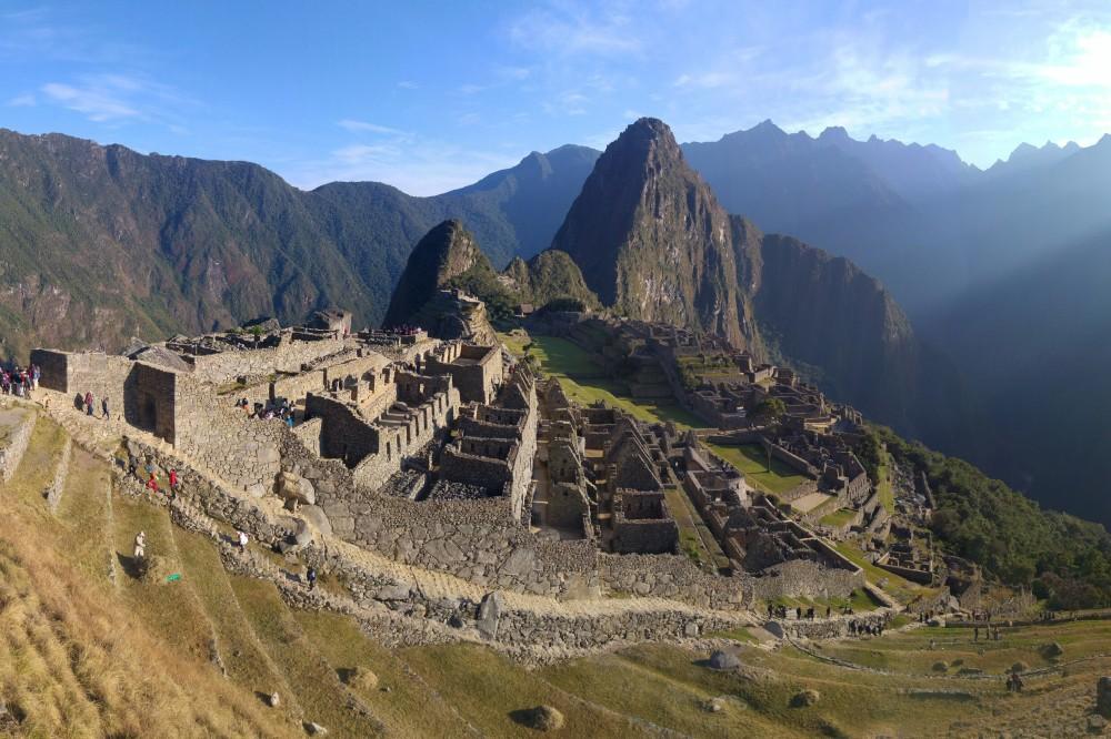 Viaggio in Perù: vista di Machu Picchu nell'abbraccio del Wayna Picchu