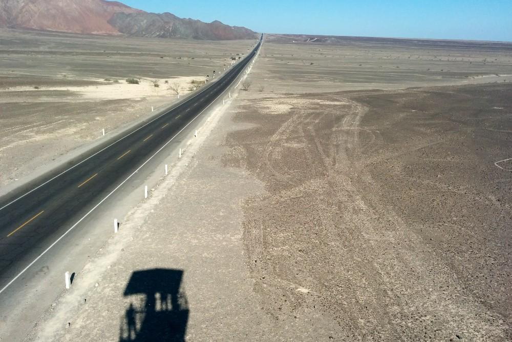 Panamericana Sur che taglia le Linee di Nazca in Perù