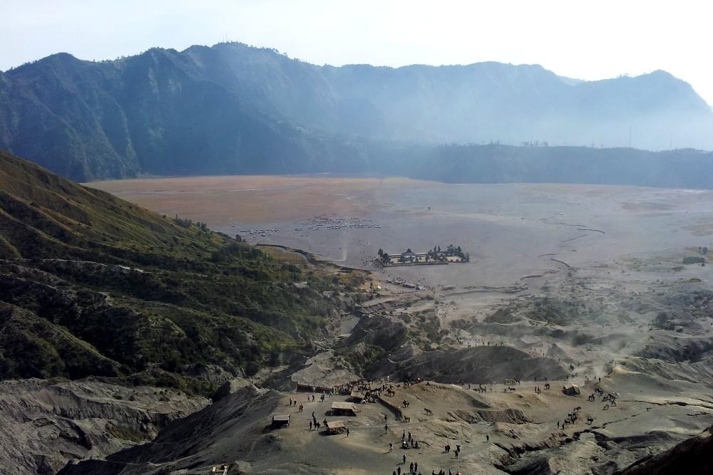 Sea of sand visto dal Monte Bromo nella caldera del Tengger