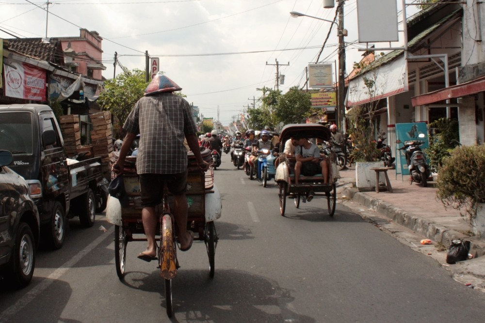 Come muoversi a Yogyakarta: il becak è il mezzo più caratteristico per spostarsi nel caos della capitale culturale di Giava