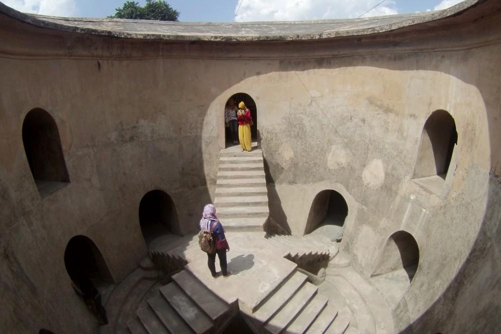 Moschea sotterranea a Yogyakarta nei dintorni del Castello sull'Acqua (Taman Sari)