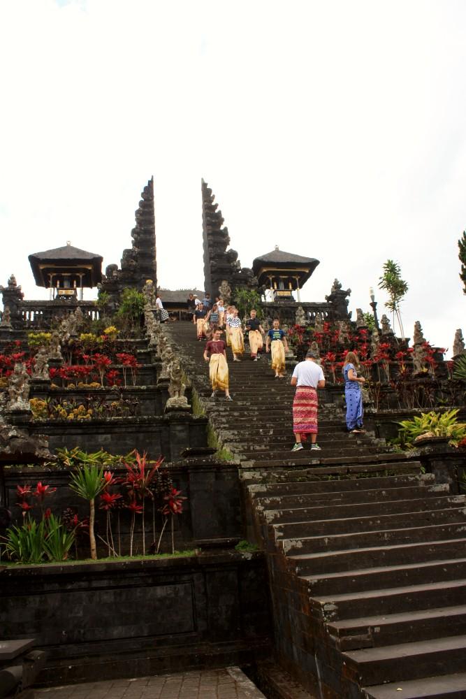 Scalinata all'ingresso del tempio madre di Bali, Pura Besakih.