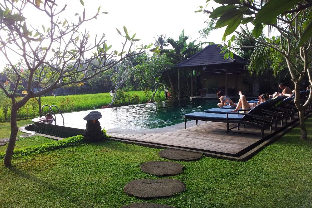 Piscina in mezzo alle risaie al Bliss Ubud Spa a Bali, Indonesia.