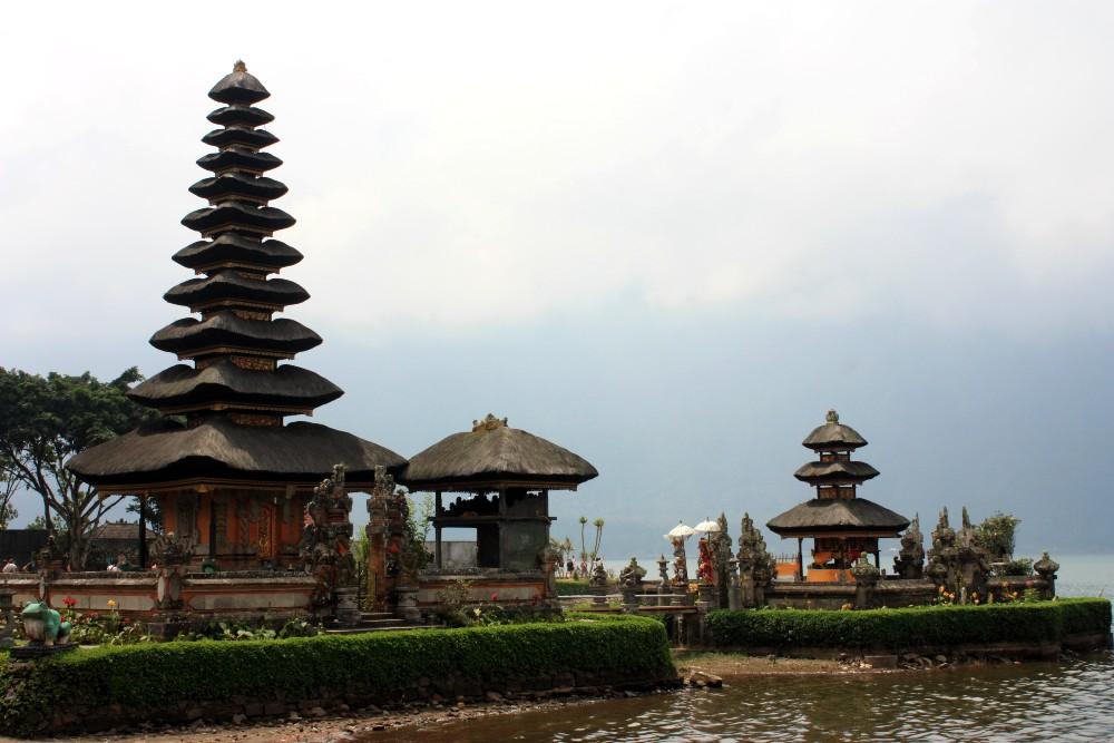 Viaggio a Bali: santuario del Pura Ulun Danu Beratan.