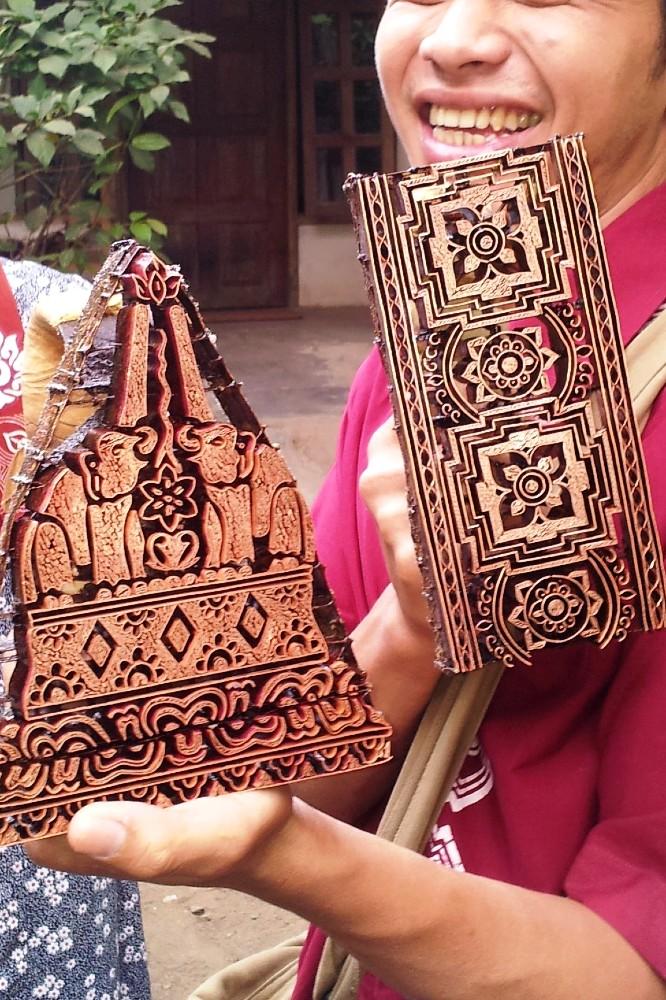 Stampi per realizzare i disegni sui batik in una fabbrica nei dintorni del Borobudur a Giava in Indonesia.