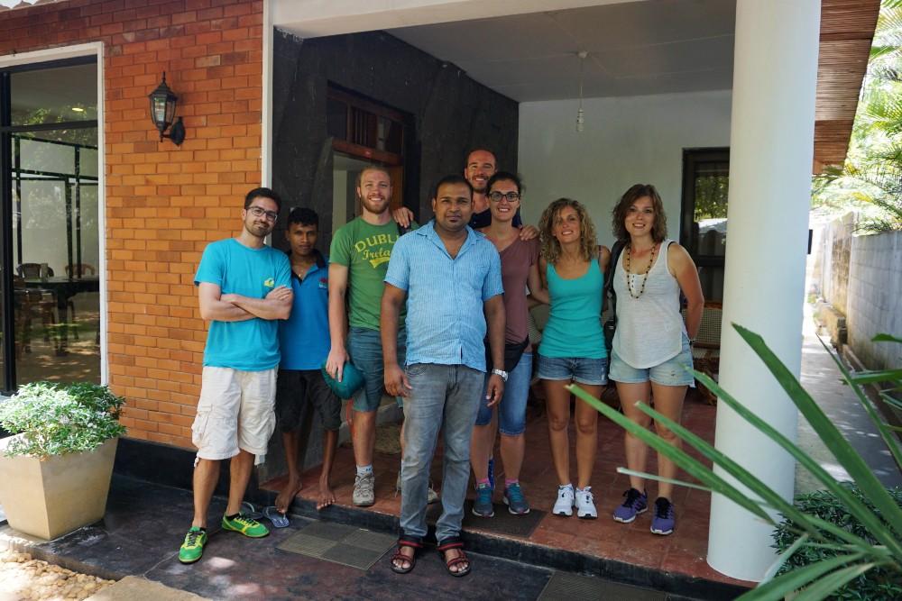Foto di gruppo al Mansala Safari Resort nella zona di Udawalawe in Sri Lanka.