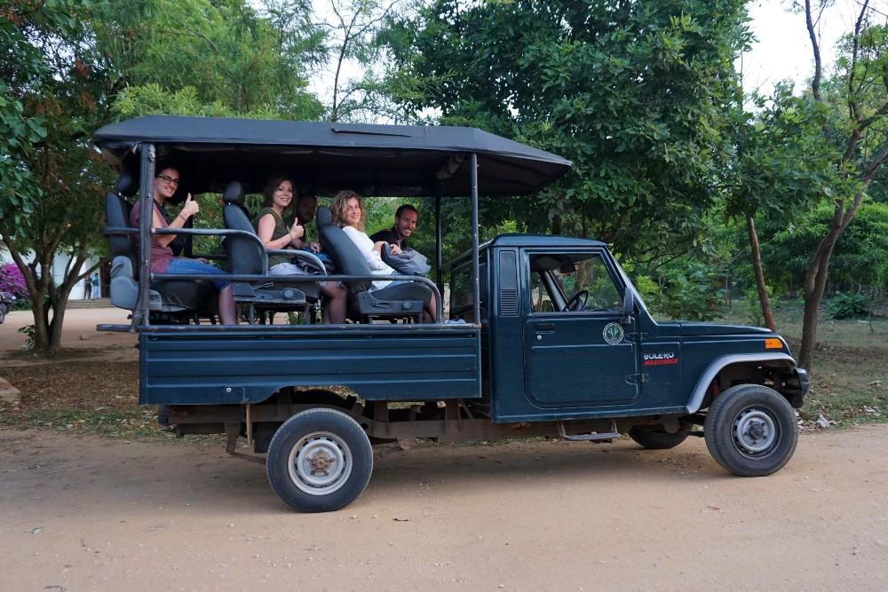Jeep 4x4 per il safari nell'Udawalawe National Park.