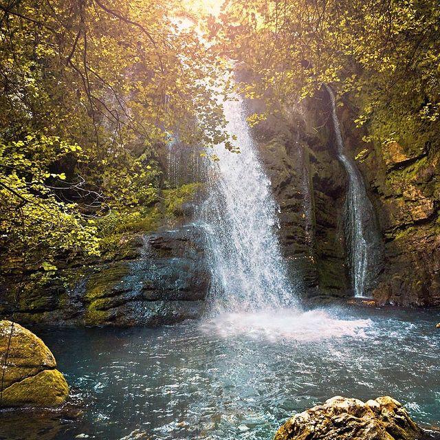 Cascate del Carpino nel borgo molisano di Carpinone che visiteremo nel viaggio di gruppo in Molise.